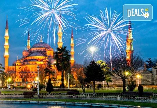 Нова година в Истанбул: 3 нощувки и закуски в х-л 5*, празнична вечеря, транспорт