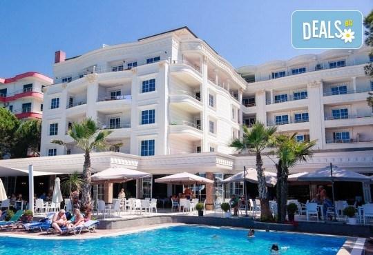 Посрещнете Нова година 2020 в хотел Fafa Premium Resort 4*, Албания, с АБВ Травелс! 3 нощувки, 3 закуски и 2 вечери, транспорт и програма в Дуръс, Скопие и Охрид! - Снимка 3