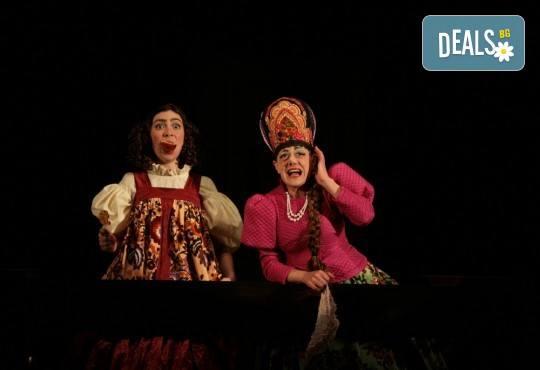 Гледайте Калин Врачански и Мария Сапунджиева в комедията Ревизор на 27.10. от 19 ч., в Театър ''София'', билет за един! - Снимка 4