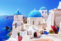 Късно лято на романтичния остров Санторини! 7 дни, 4 нощувки със закуски, транспорт, фериботни билети и такси - Снимка