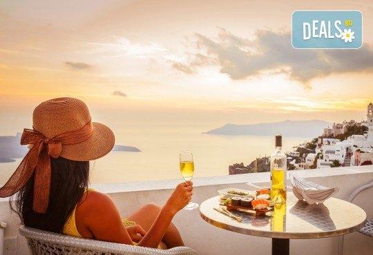 Късно лято на романтичния остров Санторини! 7 дни, 4 нощувки със закуски, транспорт, фериботни билети и такси - Снимка 4