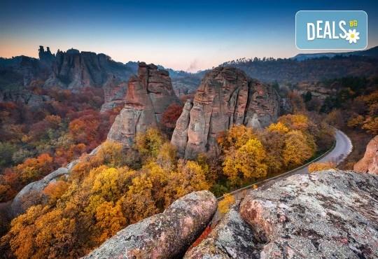 Еднодневна екскурзия на 06.10. до Белоградчишките скали и пещерата Магурата с транспорт и екскурзовод от туроператор Поход! - Снимка 1