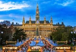 Предколедна Виена и Будапеща с България Травъл! 3 нощувки със закуски, транспорт, водач, панорамни обиколки във Виена и Будапеща, възможност за 1 ден в Залцбург! - Снимка