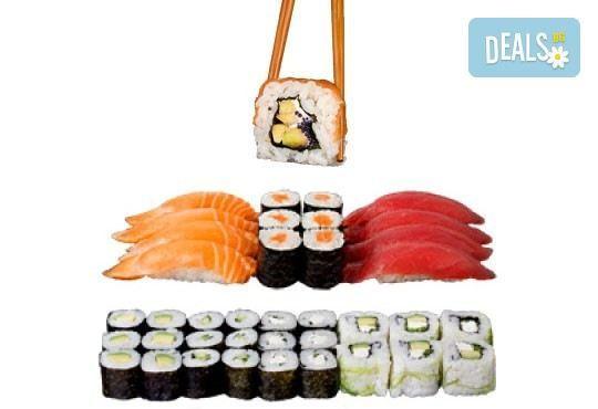 Екзотичен суши сет Киото с 45 броя суши хапки със сьомга, скумрия, сурими и скарида от Sushi King! - Снимка 1