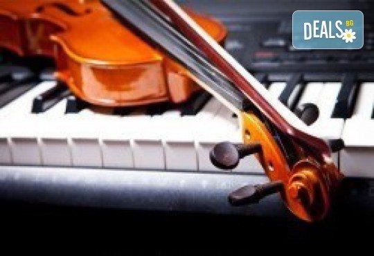 Един или два урока по китара, барабани, пиано, бас китара, саксофон, гайда, пеене или друг избран инструмент при преподавател в Rock School! - Снимка 8