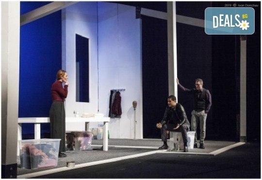 Гледайте любими актьори в постановката на Нина Рейн - Съгласие, на 11.10. от 19 ч., билет за един - Снимка 4