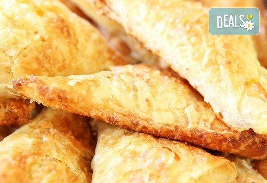 30 банички с вкус по избор - натурални, с колбас, със сирене или с кашкавал от Кетърингхапки.com! - Снимка 1