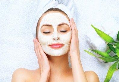 Безотказна грижа за Вашето лице! Интензивна дълбоко хидратираща терапия Vitality с професионална козметика Paraiso и радиочестотен лифтинг от Anima Beauty&Relax - Снимка