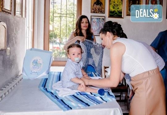 Фотозаснемане на кръщение или семеен празник - 1.30ч., неограничен брой кадри, заснемане на ритуала, индивидуална фотосесия и сесия с близките от Фото студио Амели! - Снимка 3