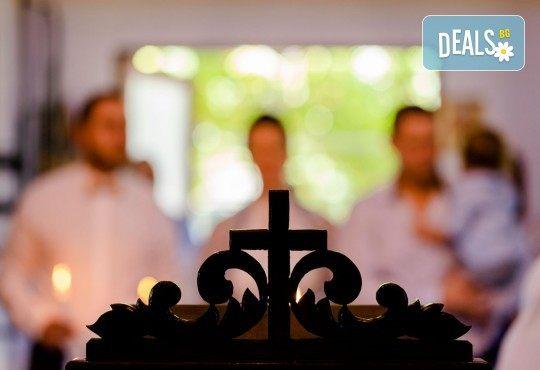 Фотозаснемане на кръщение или семеен празник - 1.30ч., неограничен брой кадри, заснемане на ритуала, индивидуална фотосесия и сесия с близките от Фото студио Амели! - Снимка 8