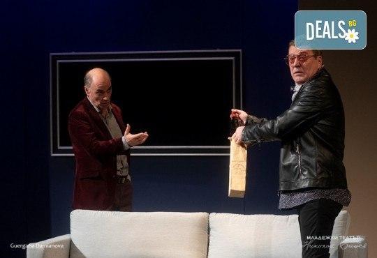 Гледайте на 08.10. от 19ч. Иначе казано с Георги Кадурин и Рая Пеева в Младежки театър, 1 билет! - Снимка 3