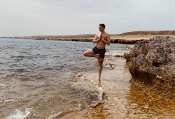 Хармония за тялото и ума! 2 или 4 посещения на йога с Дани в Sofia International Music & Dance Academy! - Снимка