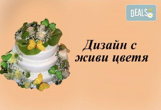 За Вашата сватба! Красива сватбена торта, декорирана с истински цветя, предоставени от младоженците и изпълнена от Сладкарница Джорджо Джани! - Снимка 4