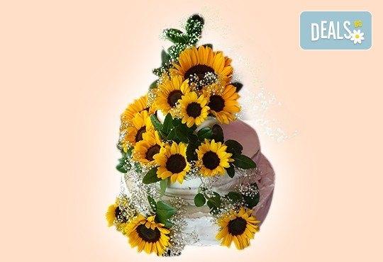 За Вашата сватба! Красива сватбена торта, декорирана с истински цветя, предоставени от младоженците и изпълнена от Сладкарница Джорджо Джани! - Снимка 2