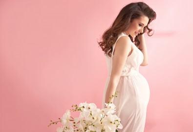 Едночасова фотосесия за бременни в студио, с 10 обработени кадъра от Студио Dreams House! - Снимка