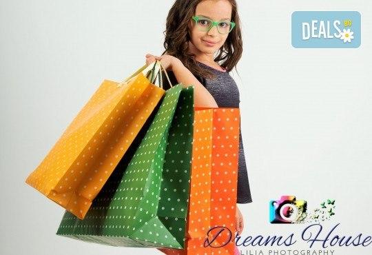 Индивидуална, детска или семейна фотосесия в студио, с много тоалети и декори + 15 обработени кадъра от Студио Dreams House! - Снимка 3