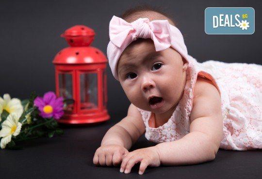 Фотосесия за бебе, в студио с разнообразни декори и 10 обработени кадъра от Студио Dreams House! - Снимка 3