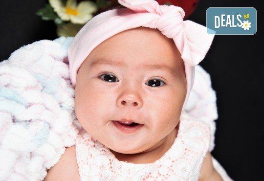 Фотосесия за бебе, в студио с разнообразни декори и 10 обработени кадъра от Студио Dreams House! - Снимка 4