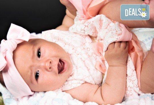 Фотосесия за бебе, в студио с разнообразни декори и 10 обработени кадъра от Студио Dreams House! - Снимка 5