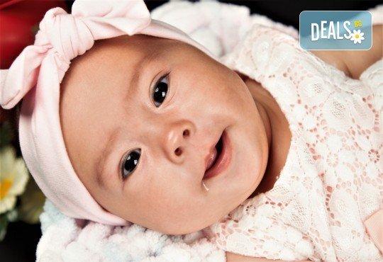 Фотосесия за бебе, в студио с разнообразни декори и 10 обработени кадъра от Студио Dreams House! - Снимка 6