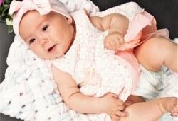 Фотосесия за новородени в студио, с разнообразни декори и 10 обработени кадъра от Студио Dreams House! - Снимка