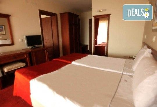 4-звездна Нова година в Охрид! 3 нощувки със закуски и 2 вечери в Hotel Belvedere, Новогодишна празнична вечеря и транспорт - Снимка 8