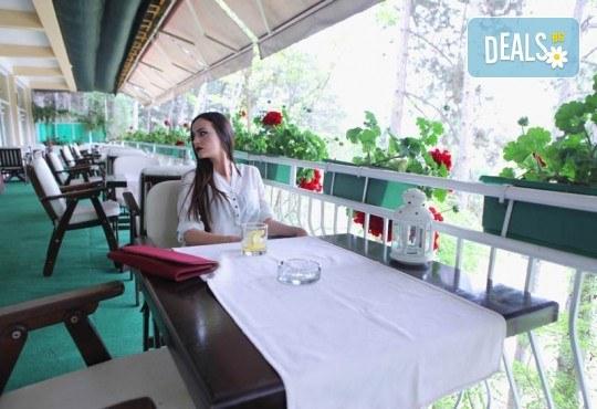 4-звездна Нова година в Охрид! 3 нощувки със закуски и 2 вечери в Hotel Belvedere, Новогодишна празнична вечеря и транспорт - Снимка 13