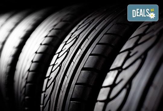 Смяна на 2 броя гуми с включено сваляне, качване, монтаж, демонтаж и баланс в автосервиз Катана! - Снимка 2