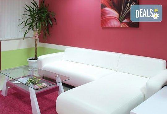Лукс и романтика! Романтичен масаж за двама със златни частици и комплимент бяло вино в SPA център Senses Massage & Recreation! - Снимка 5