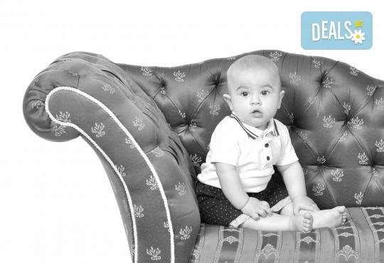 Есенна фотосесия в студио за дете или цялото семейство и подарък: фотокнига от Photosesia.com! - Снимка 4
