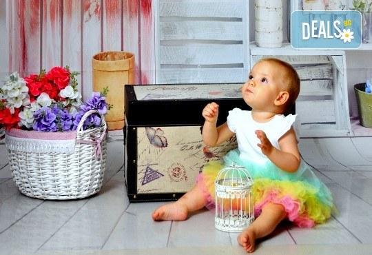 Есенна фотосесия в студио за дете или цялото семейство и подарък: фотокнига от Photosesia.com! - Снимка 2
