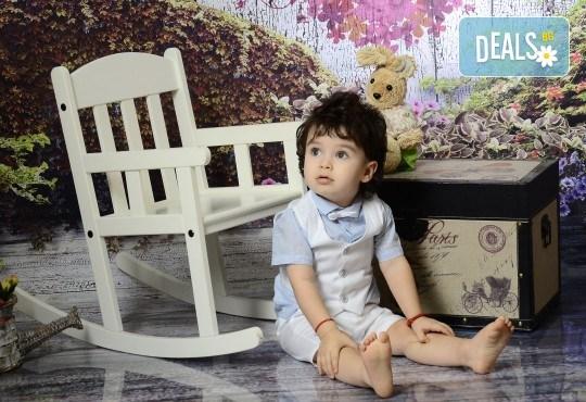 Есенна фотосесия в студио за дете или цялото семейство и подарък: фотокнига от Photosesia.com! - Снимка 6