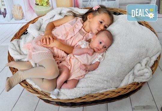 Есенна фотосесия в студио за дете или цялото семейство и подарък: фотокнига от Photosesia.com! - Снимка 1