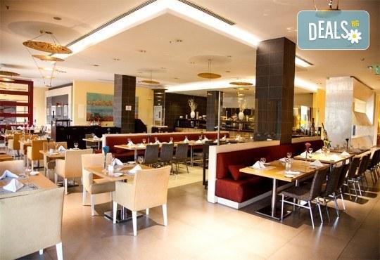 Луксозна Нова година в Истанбул, Турция! 3 нощувки със закуски в Holiday Inn Airport 5*, Новогодишна гала вечеря и транспорт - Снимка 13