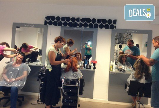 Красиви коси! Боядисване на корени с италианска боя, измиване, прическа със сешоар и бонус: подстригване на връхчета в салон B BEAUTY! - Снимка 3