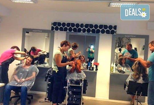За празниците! Боядисване с боя на клиента, подстригване, арганова терапия Stapiz, заглаждащ флуид и прическа в Салон Blush Beauty - Снимка 6