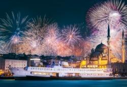 Приказна Нова година в Истанбул! 3 нощувки със закуски в хотел 2*/3*, Новогодишна гала вечеря на яхта по Босфора, транспорт и посещение на мол Forum - Снимка