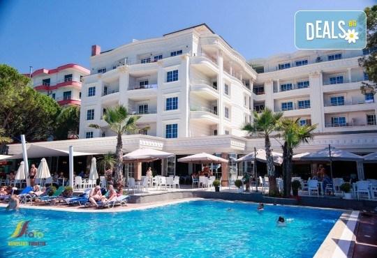 Посрещнете Нова година в Fafa Premium Hotel 4+*, Дуръс! 3 нощувки с 3 закуски и 2 вечери, транспорт, посещение на Скопие, Струга и Елбасан - Снимка 9