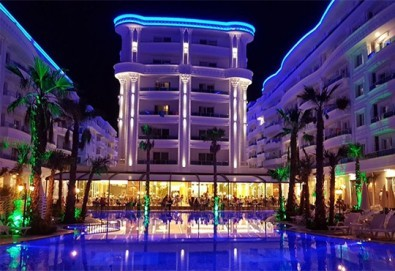 Посрещнете Нова година в Fafa Premium Hotel 4+*, Дуръс! 3 нощувки с 3 закуски и 2 вечери, транспорт, посещение на Скопие, Струга и Елбасан - Снимка