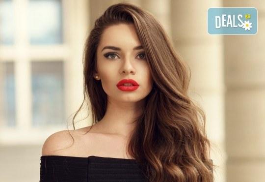 Подстригване, терапия LOreal и прическа при стилист в Салон Blush