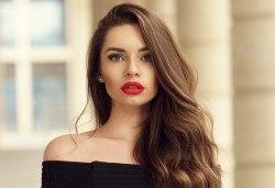 Подстригване, терапия L'Oreal и прическа със сешоар при стилист в Салон за красота Blush Beauty! - Снимка