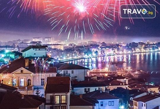 Посрещнете Нова година в Охрид! 2 нощувки с 2 закуски, 1 стандартна и 1 празнична вечеря с богато меню и неограничени напитки, транспорт и екскурзовод - Снимка 1