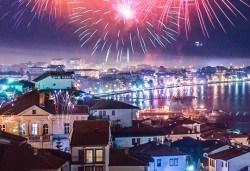 Посрещнете Нова година в Охрид! 2 нощувки с 2 закуски, 1 стандартна и 1 празнична вечеря с богато меню и неограничени напитки, транспорт и екскурзовод - Снимка