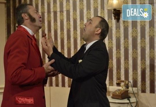 Гледайте шеметния Руслан Мъйнов в невероятната комедия СТАЯ 1313 от Рей Куни, на 11.10. от 19:00 ч, Театър Сълза и Смях, 1 билет - Снимка 3