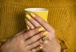 Маникюр с гел лак, декорации с камъчета или лепенки на 2 нокъта и сваляне на гел лак в салон за красота Айрин! - Снимка