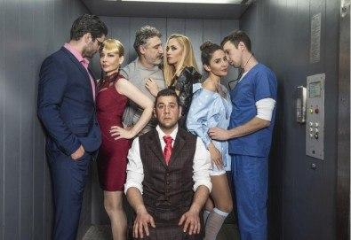 Гледайте комедията Направо от асансьора, на 24.10., от 19:00 ч, Театър Сълза и Смях, 1 билет - Снимка