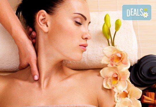 Релаксиращ масаж на гръб с масла от кокос, бадем или какао, масажно