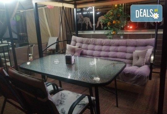 Вземете за вкъщи или хапнете на място вкусна пица по избор от La Dolce Vita bar & dinner! - Снимка 7