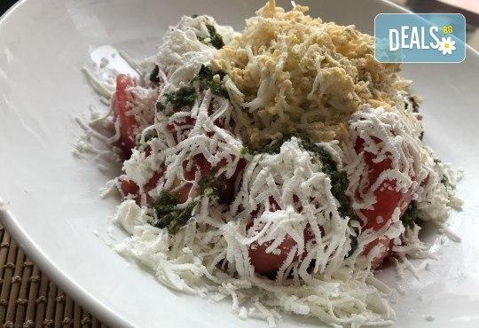 Хапнете вкусно и изгодно! Основно ястие и салата по избор от La Dolce Vita bar & dinner! - Снимка 2