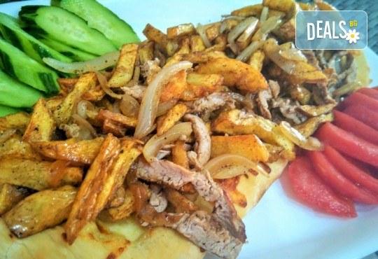 Хапнете вкусно и изгодно! Основно ястие и салата по избор от La Dolce Vita bar & dinner! - Снимка 5